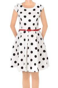 Sukienka Gotta biała w grochy z paskiem w talii